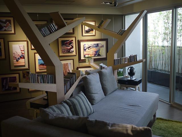 sofa-1936897_640