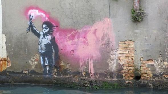 Vermutlich auch ein Banksy: Das Anfang Mai in Venedig entdeckte Graffito zeigt ein Kind mit Schwimmweste und Fackel.