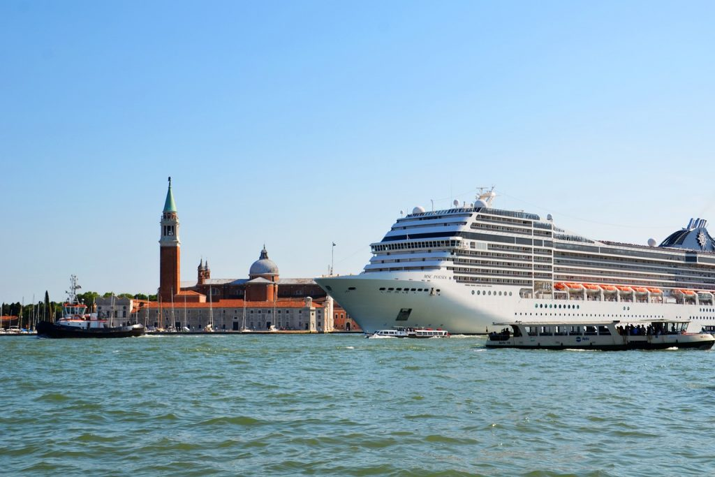 Ein Kreuzfahrtschiff vor Venedig. Foto: CC0 Public Domain / Pixabay.