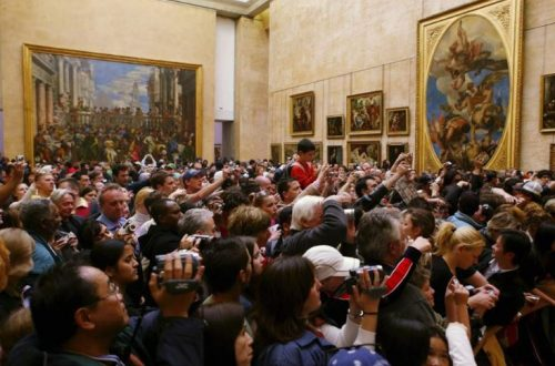 Crowds massed in front of Mona Lisa. Photo: Getty Images GETTY