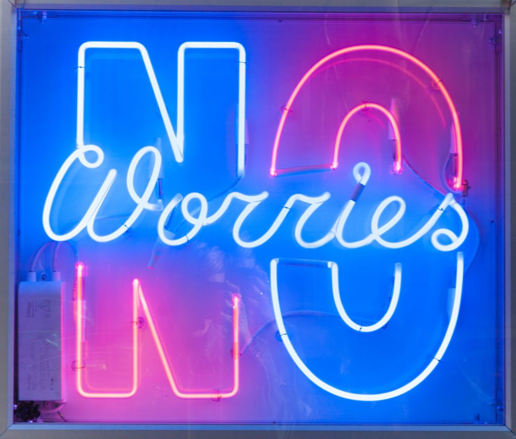 Pieter Ceizer, NO WORRIES Néon (2018), Pigments on Plexiglas, Plexiglas under plexiglas, 60x70cm.