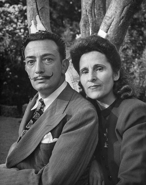 Salvador Dali mit seiner Ehefrau Gala, 1945
